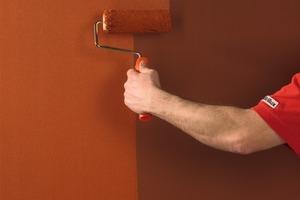 Schritt für Schritt zur rostigen Wand – ein<br />geschickter Maler schafft das mit Dispersionsfarbe in wenigen Arbeitsgängen<br />