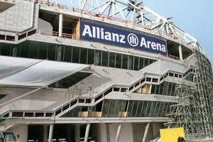 Auf diesen Platten sind die beleuchtbaren Kissenhüllen für die Allianz-Arena aus 0,2mm dicker ETFE-Folie an den Stahlbeton-Verbundstützen befestigt