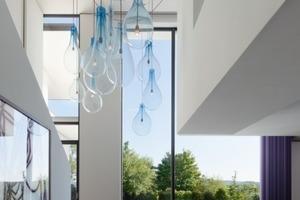 Vista Haus: Der Ausblick geht vom Luftraum durch ein über 5 m hohes Fenster in den Stuttgarter Talkessel<br />