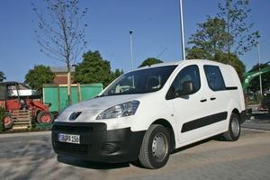 Peugeot bietet den Partner Kastenwagen jetzt auch als Doppelkabine an – mit Platz für fünf Personen plus Ladung<br />