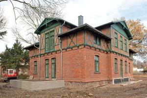 Außenansicht des Gutsgebäudes. Das Fachwerk und dessen Ausfachungen wurde teilweise erneuert<br /><br /><br /><br />