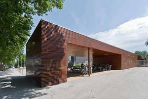Regelmäßig Gewartete und Gepflegte Holzfassade und Bauteile