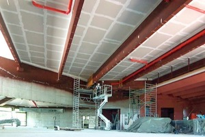 Zum Schutz der Dachkonstruktion wurde die Dachunterdecke mit Feuerschutzplatten RF (12,5 mm) bekleidet<br />