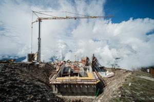 Wie alles begann: Hier werden die Rohbauwände auf dem über 2000 m hohen Kronplatz geschalt
