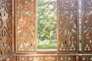 Der filigran ausgeschnittene Sonnenschutz im Detail