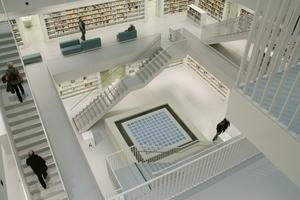 Blick auf die verglaste Bodenöffnung im Lesesaal<br />