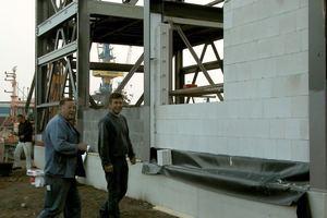 Ausfachung der Stahlkonstruktion<br />