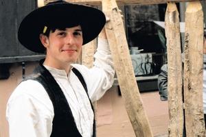 Die traditionellen Techniken der Zimmerleute werden am Standort Quedlinburg durch die Nachbarschaft der Jugendbauhütte zum Fachwerkzentrum besonders gepflegt<br />