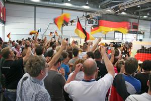 Großer Jubel nach dem Countdown am Samstag beim deutschen Teilnehmer der WorldSkills, Fliesenleger Björn Bohmfalk