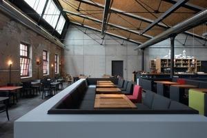 Innen entsteht durch die Mischung aus Alt und Neu ein spannungsvoller Kontrast, der dem Restaurant bereits die goldene Palme 2009 des Leaders Clubs für neue, innovative Gastronomiekonzepte bescherte<br />