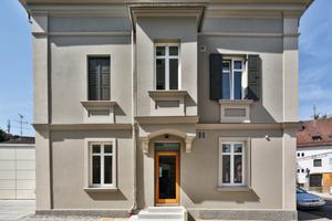 Anerkennung Historische Gebäude und Stilfassaden: Sanierung eines spätklassizistischen Wohnhauses von 1874 mit Anbau von 1972 in Rosenheim<br />
