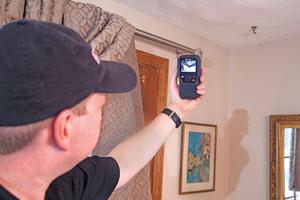 """Feuchtigkeitsmessgerät mit eingebauter Wärmebildkamera: das Flir """"MR176""""⇥Fotos: Flir"""