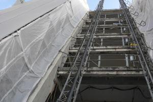 Hier geht es hinauf auf die Betonsanierungs-Baustelle der Bühnen und Oper Köln Fotos: Remmers<br />