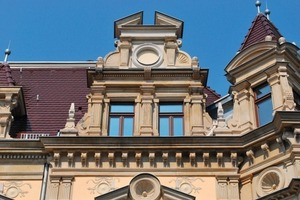 Detail der Sandsteinfassade nach Abschluss der Sanierung<br />