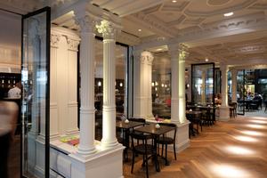 Eine der beiden Anerkennungen für Sonderkonstruktionen gab es für die handwerklich perfekte Ausführung der Decken im Café Luitpold in München<br />