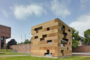 """Das """"Final Wooden House"""" des Japanischen Architekten Sou Fujimoto im Skulpturenpark der Bielefelder Kunsthalle<br />Foto: Roman Mensing<br />"""
