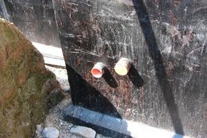 Rohrdurchgänge sind potentielle Schwachstellen der Kellerabdichtung und müssen sorgfältig geplant und ausgeführt werden<br />