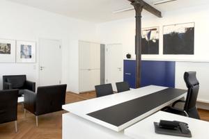 In mehreren Büroräumen wurden alte Vollguss-Stützen&nbsp; in neue Wand- und Deckenkonstruktionen integriert<br />