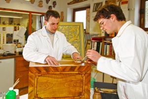 Holzimitation ist heute vor allem bei der Restaurierung von Denkmälern gefragt Foto: Bundesverband Farbe Gestaltung Bautenschutz