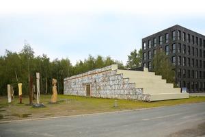 Seit September 2010 steht neben der Zeche Zollverein ein Haus aus Altpapier in Form geschichteter tragender Ballen<br />