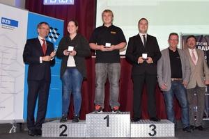 Auf den Siegerpodest stehen bei den Estrichlegern Christian Kohr (Gold), Mona Leidig (Silber) und Tim Hofmann (Bronze)