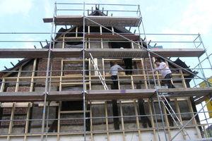 Montage der Unterkonstruktion für die Stülpschalung am Westgiebel<br />