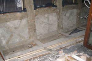 Nach Freilegung des Fachwerks kamen zahlreiche Schäden durch den früheren Einbau ungeeigneter Baustoffe zum Vorschein