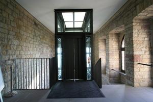 Der Aufzug führt im Hambacher Schloss hinauf bis zur Ausstellung zur Demokratiebewegung in Deutschland