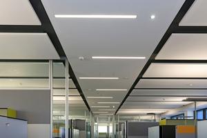 Die mit Akustikdesigndecken und Deckensegeln anspruchsvoll gestalteten Büroräume nach Abschluss der Maler- und Trockenbauarbeiten<br />
