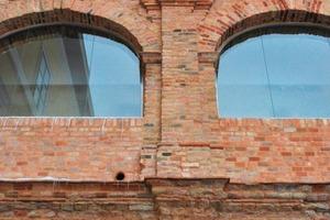 """Die mit Restauriermörtel neu verfugte """"Römische Fassade"""" im Innenhof im Detail"""