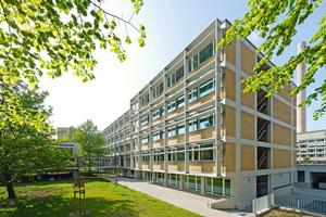 """Die 1958 nach Plänen des Architekten Ferdinand Kramer für die Goethe-Universität in Frankfurt am Main erbaute """"Alten Pharmazie"""" wurde nach Plänen des Büros SSP SchürmannSpannel umfassend saniert und energetisch ertüchtigt Foto: Jörg Hempel"""