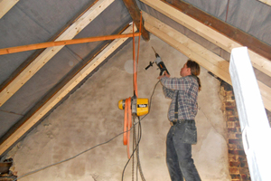Aufdopplung der Sparren im Dachgeschoss, um eine 20 cm dicke Zwischensparrendämmung einbauen zu können