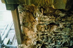 """Im Gegensatz zum Schalenmauerwerk wurden die Wände an diesem Kirchturm """"kernig"""" durchgemauert"""