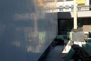 ... und spielgelglatte Putzoberfläche an der Fassade