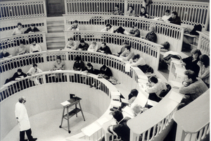 Blick in den Hörsaal des Tieranatomischen Theaters in den 1960er Jahren
