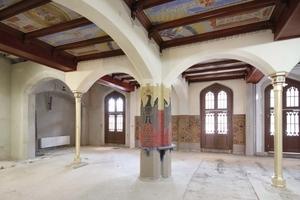 Eine besonders prunkvolle Ausstattung rekonstruierten die Restauratoren an der mit Malereien verzierten Kassettendecke im so genannten Kaisersaal im südlichen Teil des Ostpavillons