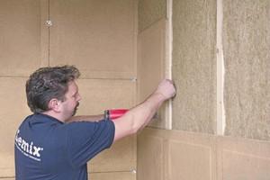"""Die Lehmbauplatte lässt sich mit Breitrückenklammern oder Schrauben auf Unterkonstruktionen montieren<span class=""""bildnachweis"""">Fotos: Hart Keramik</span>"""