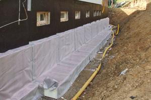 Dämmung mit extruierten Schutzplatten 140 mm WLG 035 im erdberührten Abschnitt