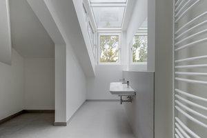 Badezimmer im Dachgeschoss von Haus 1