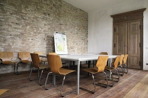 Besprechungsraum in der Beletage der energetisch sanierten Fabrikantenvilla in Vierranden<br />Fotos: kunstbauwerk e.V.