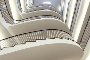 Blick im Treppenhaus schräg nach oben<br />