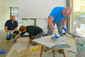 Die Krefelder Fliesenprofis verlegten im gesamten Erdgeschoss Quarzit Naturstein im Format 50 x 80 cmFotos: PCI