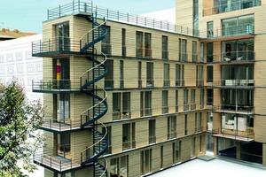 Oben: So wird das von der Berliner Architektin Susanne Scharabi entworfene siebengeschossige Wohnhaus mit Lärchenholzfassade zur Hofseite nach Fertigstellung aussehen