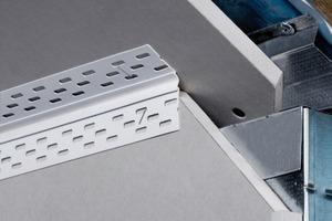 Rechts: Für kleine Bewegungsfugen gibt es ein Profil, das über eine Hohlkehle aus Weich-PVC verbunden ist<br />