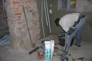 Verputzen des Kellermauerwerks mit Sanierputz<br />