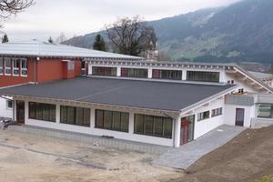 Die seit Mitte des Jahres fertig  gestellte Erweiterung eines Schulgebäudes in Blaichach ist passiv- hauszertifiziert Foto: Herz & Lang