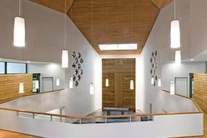 Blick von der Empore: &nbsp;Ein neues Oberlicht setzt den Altar der sanierten Melanchthonkirche in Szene<br />