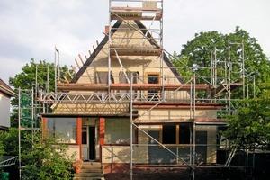 Die Gartenseite des Einfamilienhauses in Hamburg-Eimsbüttel zu Beginn der Sanierungs- und Umbauarbeiten<br />