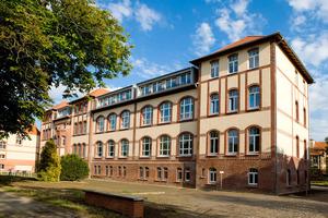 Ein zweiter Preis ging in der Kategorie Energieeffizienz an das Büro Torsten Labs aus Falkensee und die Firma Akustik - Trockenbau Detlef Hron aus Greifswald für die Sanierung des Studentenwohnheims in Greifswald<br />