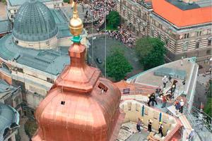 Frauenkirche in Dresden: Der Kaiserstab im Inneren der Kuppel dient als zentraler Lastenträger, der fest mit dem Holzfachwerk des Gebäudes verbunden ist